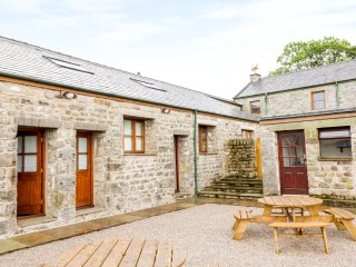 LAKELAND VIEW, super-king size bed, views of Forest of Bowland on doorstep