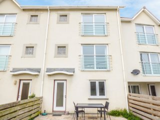 9 HAWKERS COURT, three bedrooms, open plan sitting area, balcony, in Bude, Ref.