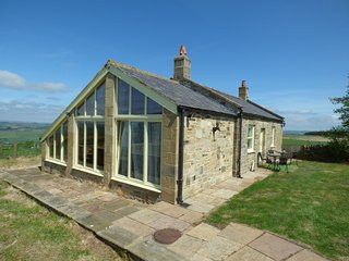 HUMBLETON COTTAGE, woodburning stove, rural location, near Haydon Bridge, ref