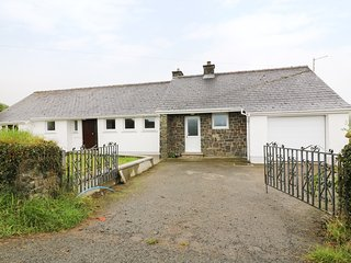 GLYN RHOSYN, WIFI, Smart TV, views of Pembrokeshire Coastal National Park, Ref.
