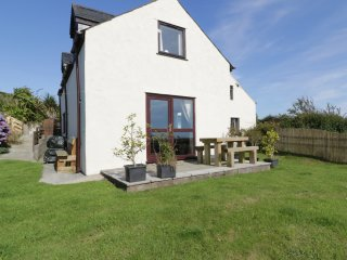 PLAS Y WARD COTTAGE, pet friendly, family bedroom, garden with patio, in Mynytho