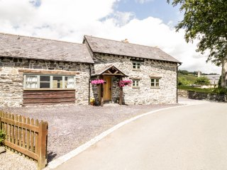 YR HEN YSGUBOR, hot tub, open fire, wooden beams, Ref 961435