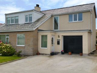 EWYN Y MOR, detached, easy access to amenities, in Cemaes Bay, ref 961326