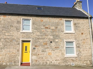 WICKIE HOUSE, WIFI, short walk to seaside, centre of Lossiemouth, Ref 961106