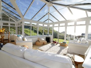 OLD COOPERAGE, incredible views of the Bay of Cruden, huge conservatory, Jacuzzi