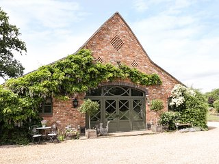 THE DUTCH BARN, open plan living, woodburning stove, garden, in Aston, Ref
