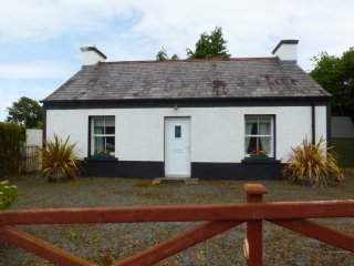 CURRAGHAMONE, woodburning stove, garden with patio, in Ballybofey, Ref. 960541