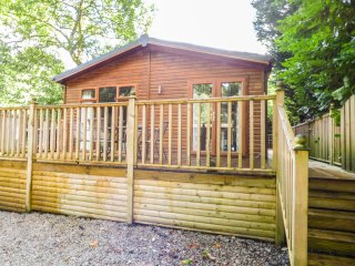 GATEHOUSE LODGE, shaker-style decor, decking area with furniture, in
