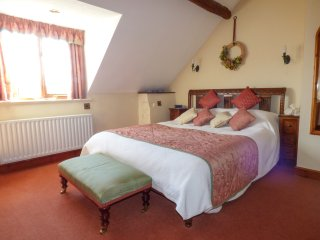 BARLEY, cosy cottage, super king-size bed, woodburner, WiFi, Llanfyllin, Ref