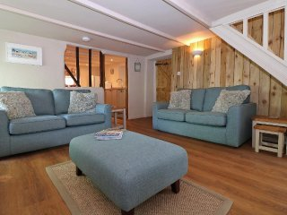 CAREFREE COTTAGE a traditional fisherman's cottage, close to the sea, WiFi, pet