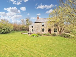 FARM COTTAGE traditional Cornish country cottage with large garden, Rayburn