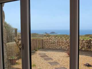 OCEAN BREEZE welcoming barn conversion, wonderful sea views, at Cape Cornwall