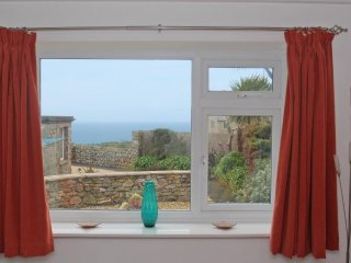 OCEAN VIEW converted barn in Cape Cornwall, conservatory, off road parking, wood