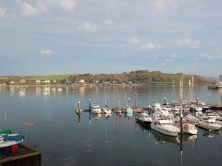 THE SLIPWAY, duplex apartment, fabulous water views, balcony, in Falmouth ref