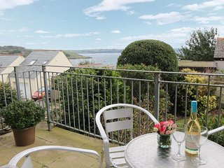 HAWKINS HAVEN, seaward facing apartment, balcony, views over Falmouth harbour