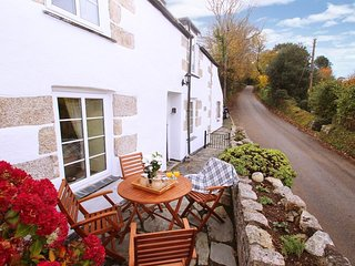 NANPARRA COTTAGE cosy village cottage, sunspot patio, 4 miles to Falmouth, Ref