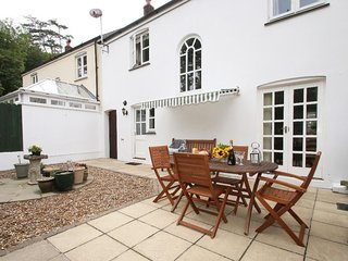 SPEEDWELL, cottage close to harbour and sandy beach, garden, parking, WiFi, in C