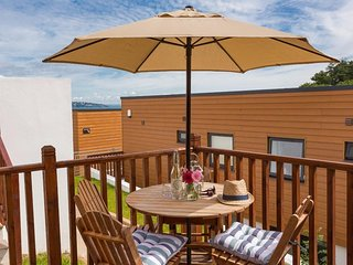 EGRET one bedroom apartment, outdoor heated swimming pool, beachfront, Brixham t