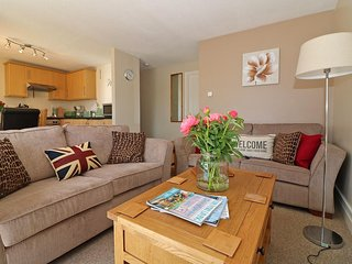 MANORCOMBE 35 holiday bungalow on complex, communal gardens, swimming pools