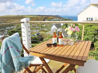 BOSKERNYK quirky chalet extended charabanc in Porthtowan, sea views, multi fuel