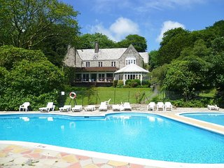 LANTEGLOS VILLA 25, outdoor swimming pool, tennis and squash courts, hotel bar/r