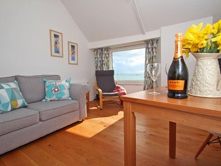 NUTSHELL, coastal cottage, fabulous sea views, beach within 10 minute walk