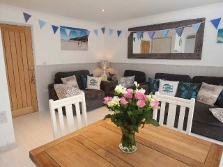 OFFSHORE ground floor apartment, sea views, large sundeck, paces from Porthtowan