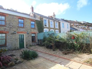 FAIRSANDS, traditional cottage, enclosed suntrap garden, paces from sandy