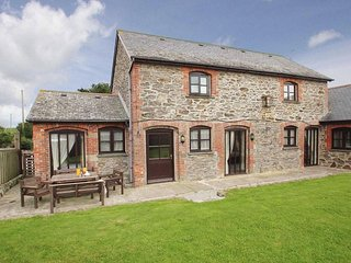 BYRE COTTAGE, stone built barn conversion sleeps four, 2 miles from Portreath RE