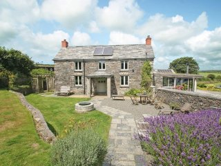 THE FARMHOUSE traditional farmhouse, very pet friendly, acres of grounds to