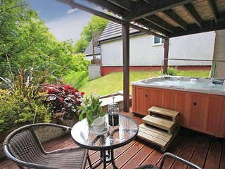 VALLEY LODGE 58, hot tub, on-site facilities, pet friendly, near Callington Ref