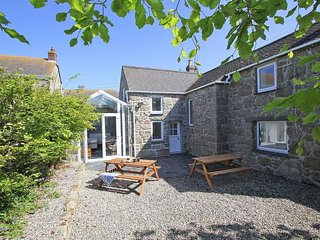 FORGE COTTAGE beautiful Cornish cottage, enclosed garden, near to the beach at S