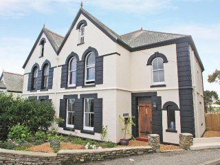 PENARE HOUSE semi-detached in Mevagissey, enclosed garden, five bedrooms, entert