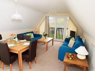 VALLEY LODGE 2, reverse level living in detached villa style lodge on Tamar