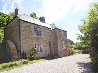 ROSCARRACK MILL converted Grade II listed mill, large garden, three pets