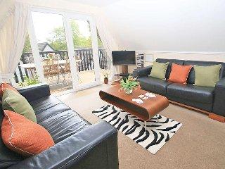 VALLEY LODGE, 6 reverse-living, villa-style lodge, Tamar Valley Resort, in Calli