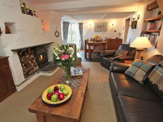 BRAMBLES Grade II cottage in Boscastle, large garden with distant sea views, wal