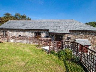 BILLY'S BARN converted barn on one level, rural location, in Bradworthy. Ref