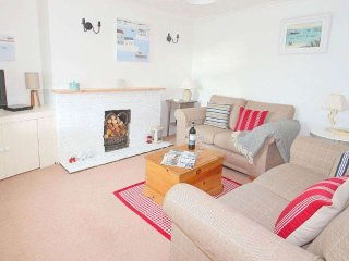 ACORN COTTAGE, wood burner, lovely garden, parking, WiFi, Portreath Beach 2