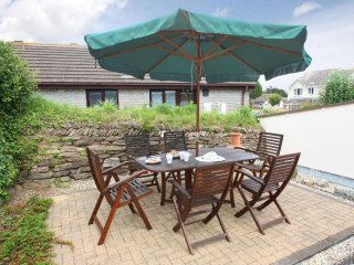 PENTEWAN modern family holiday home, enclosed patio, quiet village location near