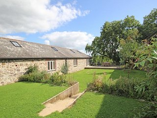 OGBEARE BARN, Wonderful views, beautifully appointed, up to 2x pets welcome