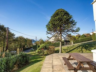 HOPE COVE VIEW, comfortable holiday home, 5 minute walk to beach and coastal