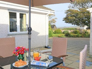 HILL VIEW homely property in rural setting, private courtyard, near Marazion Ref
