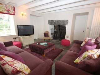 PARWIN charming traditional cottage, enclosed courtyard, close to North Cornish