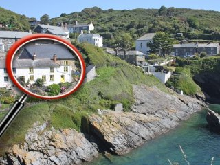 HARBOUR COTTAGE, WIFI, stunning views, amazing coastal location, Ref 959589