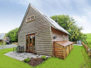 BYBROOK LODGE Scandinavian style lodge, enclosed garden, idyllic country setting