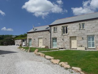 BLACK ROCK converted barn, shared hot tub, WiFi, off road parking, near The Eden