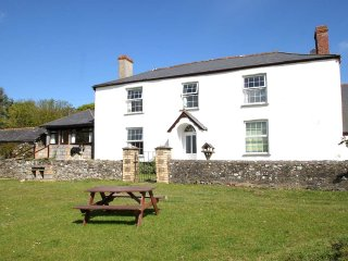 THE BARTON two-storey wing of farmhouse, working farm, near Bideford, Ref xxxxx
