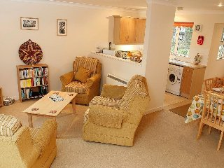 CHOUGH COTTAGE modern cottage in holiday village, walk to beach, close to Falmou