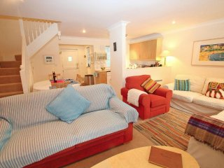 SPRING TIDE modern cottage, onsite facilities, close to Falmouth, Ref 959490